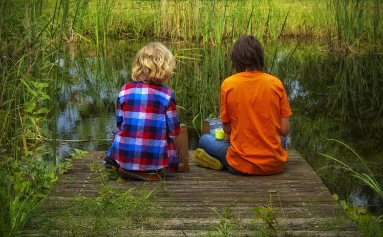 friends_children_sit